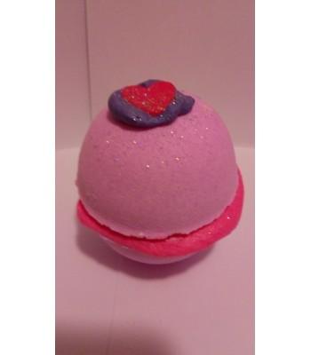 Strawberry Love Heart Macaroon Fizzer